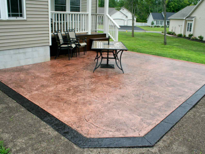 Brown textured patio with a stamped black edging.